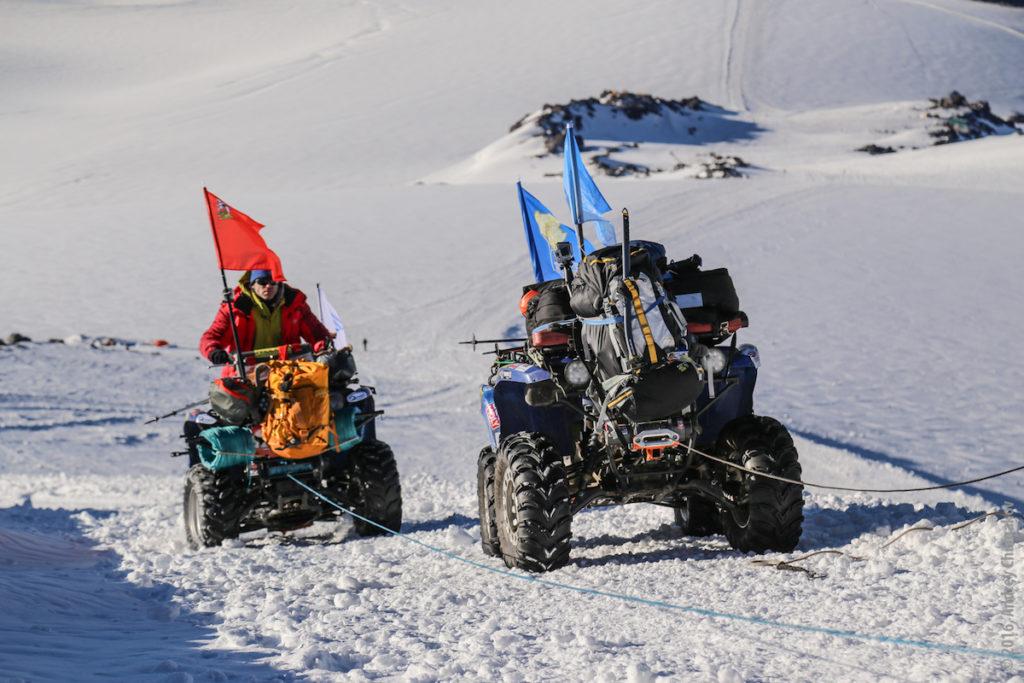 Квадроцикл на вершине Эльбруса
